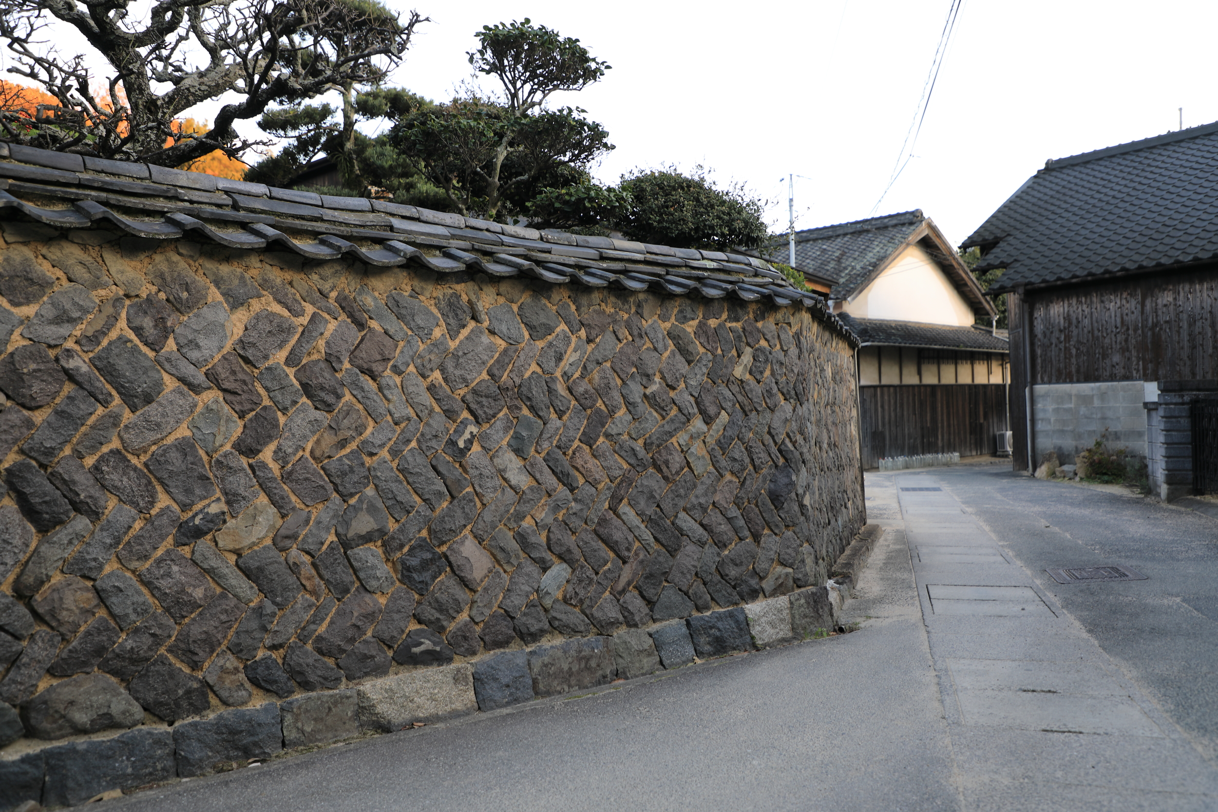 The characteristic rock walls of Shodoshima are made from the island's abundant granite, which was used to build Osaka and other castles in the 16th and 17th centuries.