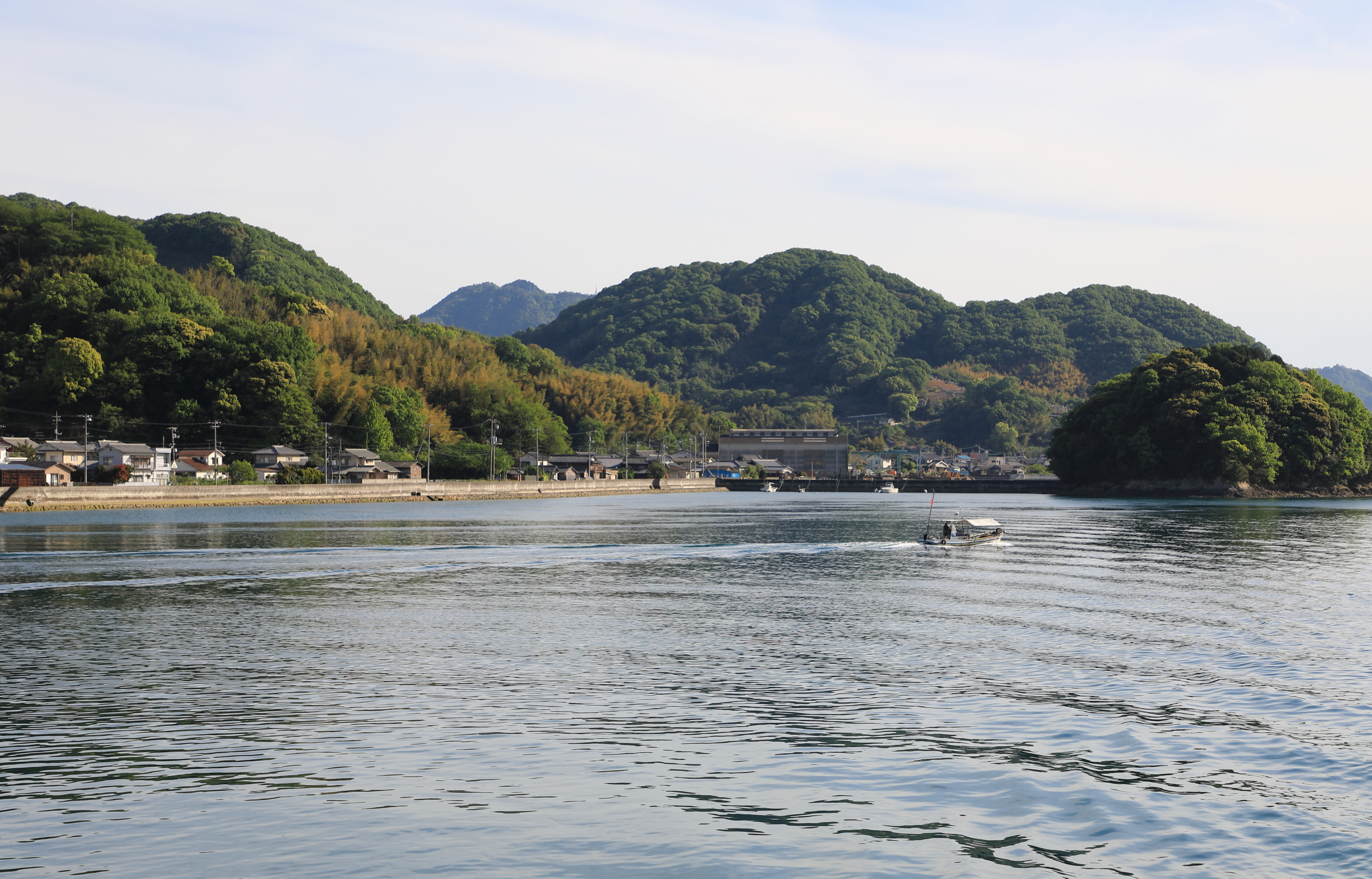 Located on the northern side of Osakikamijima, Tarumi is a relatively quiet port these days, mainly servicing ferry boats and local fishermen. Mt. Kannonmine, the highest point on the island, can be seen in the distant background.