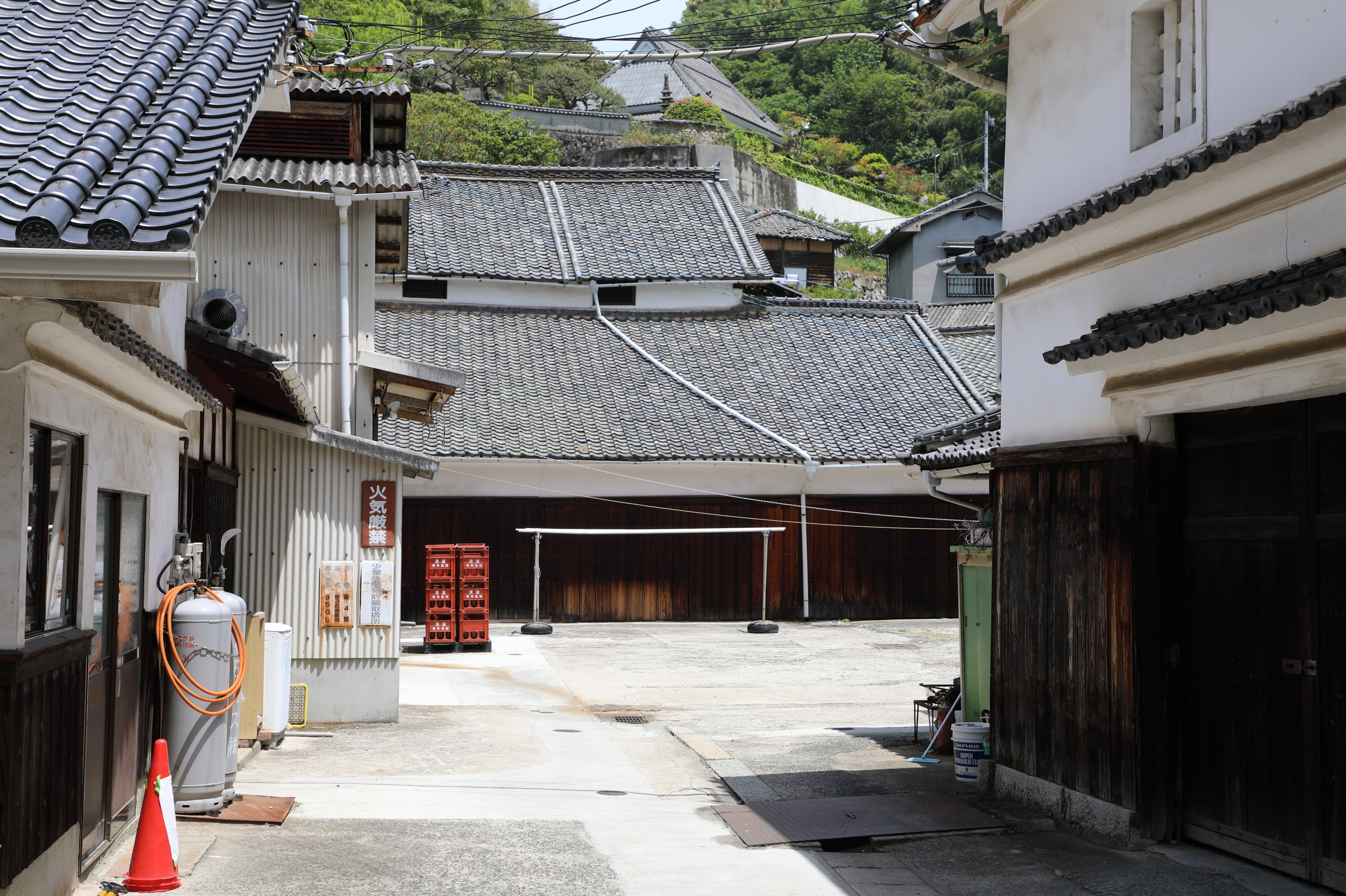 From the courtyard of Imada Shuzo, Senzaburo Miura's former home seems to be part of the brewery complex.