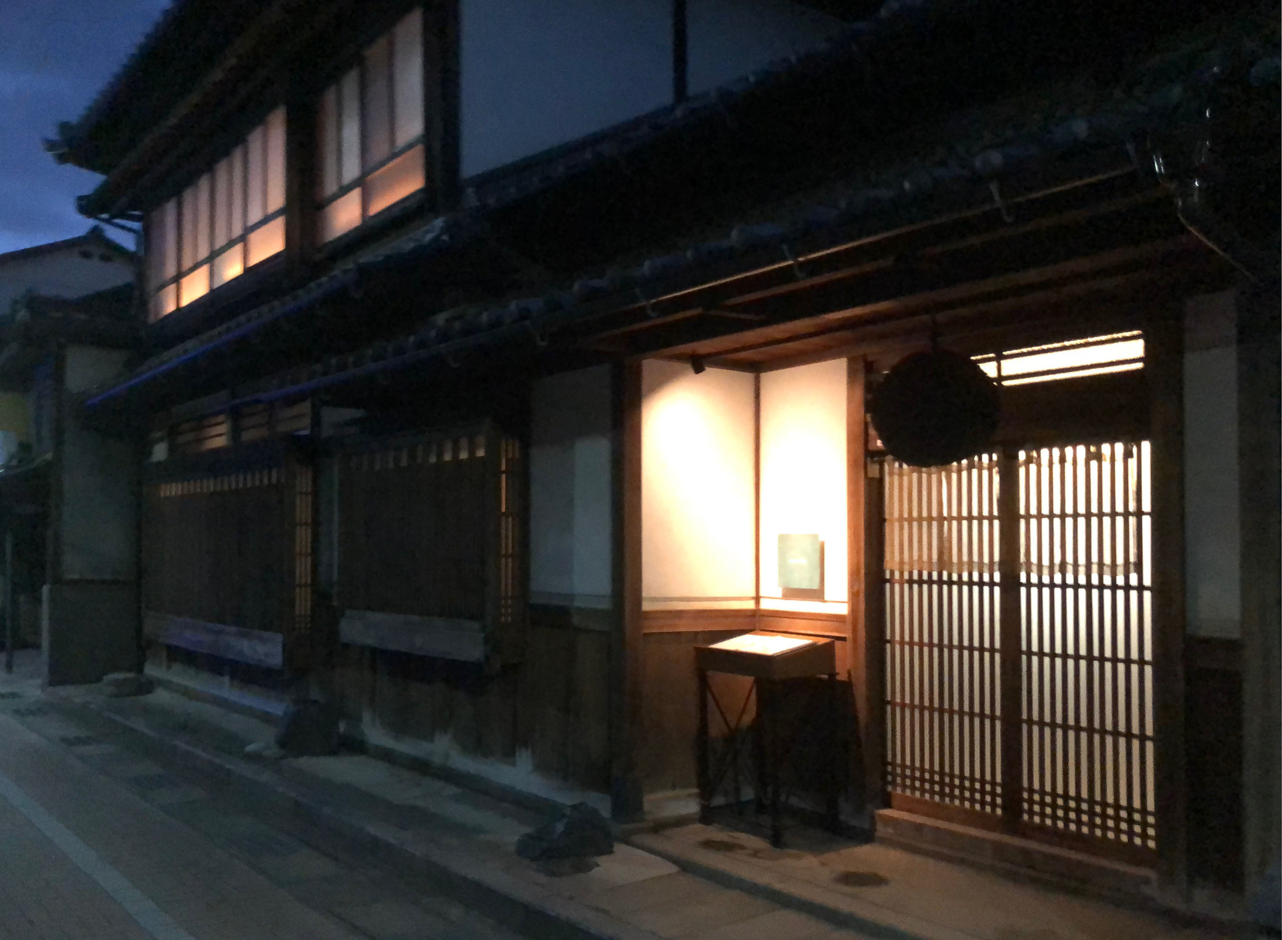 Aceto is housed in a handsomely renovated, 120-year old ochaya (geisha tea house) located in the old entertainment district of the port of Miyazu.