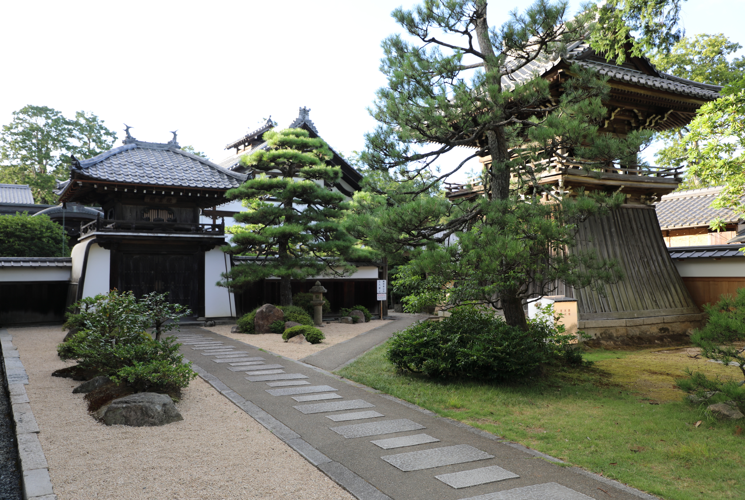 Built in 1762 on a small peninsula at the top of the village of Amanohashidate, Chinoji Temple is one of three temples in Japan dedicated to the bodhisattva of wisdom.