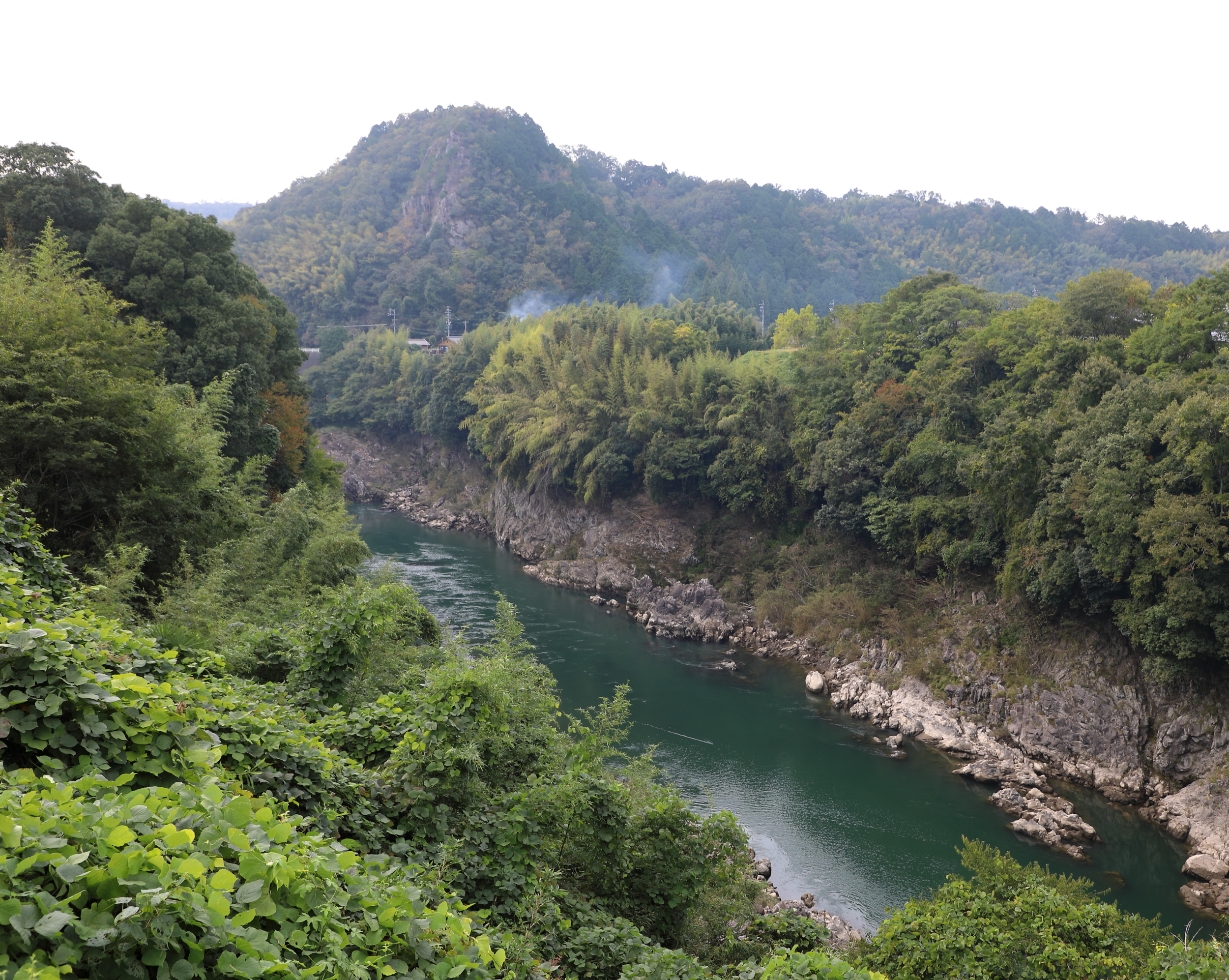Starting in the high mountains of the Japanese Alps, the Hida River flows through Kawabe and soon after joins the Kiso River. The valleys of the Hida and Kiso rivers are famous for their well-preserved mountain villages and walking courses through their beautiful wild landscapes.