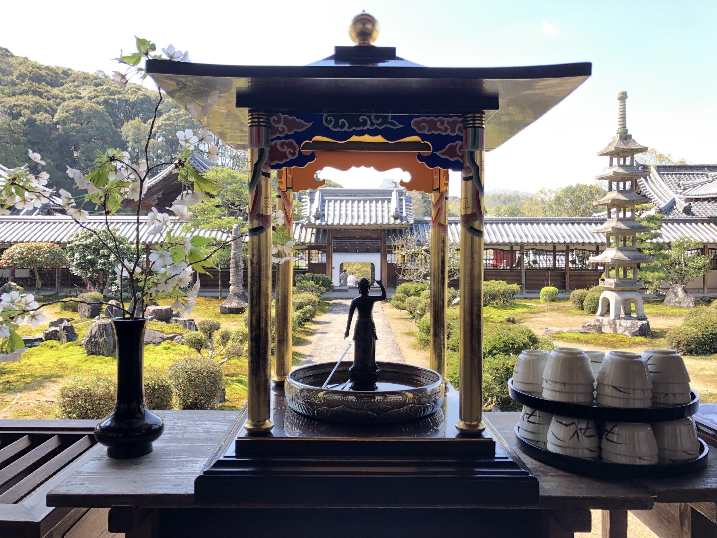 The paradise-like main courtyard garden at Kosho-ji.