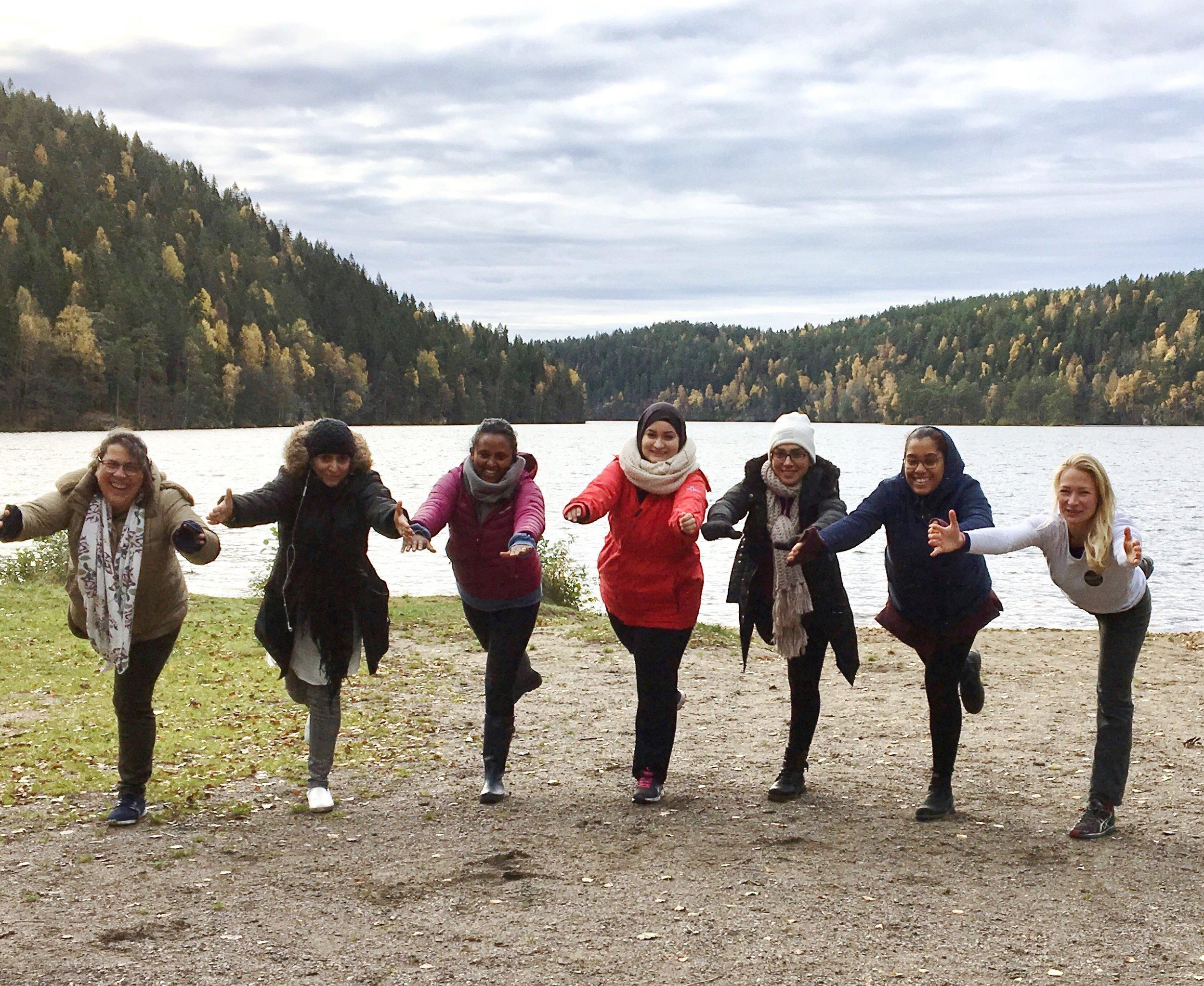 Yoga og tilstedeværelse i naturen - Gnist Yoga underviser gjerne yoga og tilstedeværelse ute i naturen. Her er responsen fra da Gnist Yoga kombinerte naturopplevelser med yoga med gruppe damer fra Likestilling, Inkludering og Nettverk (LIN):