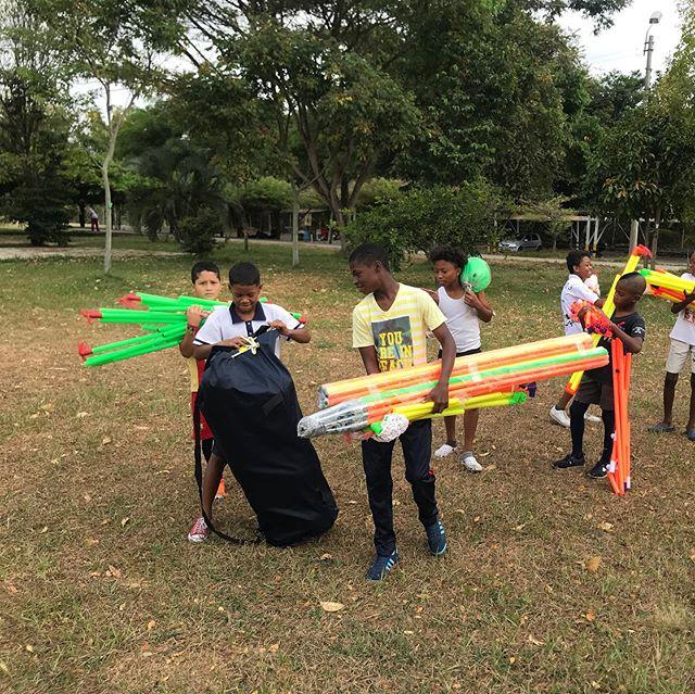 Två dagar fyllda av läkarundersökningar för barnen från Idrottsprojektet Creando Futuro! Vi mätte, vägde och mycket mer för att få en klarare bild av våra idrottares hälsotillstånd. Underbart att även få vårt idrottsmaterial levererat❤️⚽️ @fitness24seven @saturnusstiftelsen #fotbollföralla #ingetkanstoppaoss #bidratillenbättrevärld
