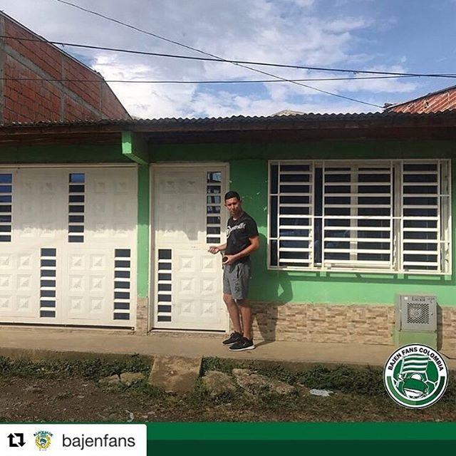 #Repost @bajenfans with @get_repost ・・・ Goda nyheter från andra sidan klotet! Förra veckan skrev Bajen Fans Colombia på kontraktet för sitt idrotts- och utbilningscenter.  Ett stort hus som blir en samlingspunkt för alla barn och ungdomar. En plats för undervisning, psykologisamtal, materialrum, tränarkontor med mera. En trygg plats för barnen där de vet att de kan få den hjälp de behöver.  Huset ligger ett stenkast ifrån lagets fotbollsplan och blir en markering för hela samhället att Bajen Fans Colombia är där för att stanna.  Vill du fortsätta stötta BF Colombia? Swisha ditt bidrag till 123 615 65 82  #BFC200K #bajen