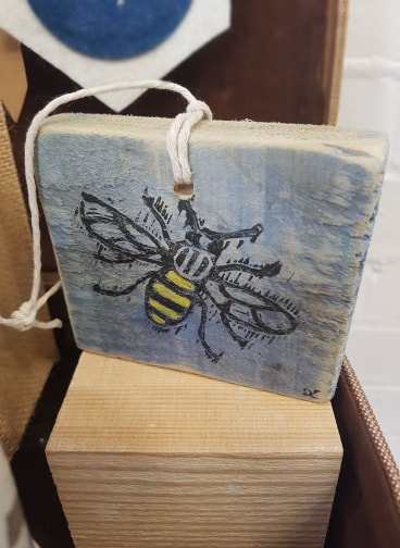 Bee Plaque, Sombrero Printmaking, £12