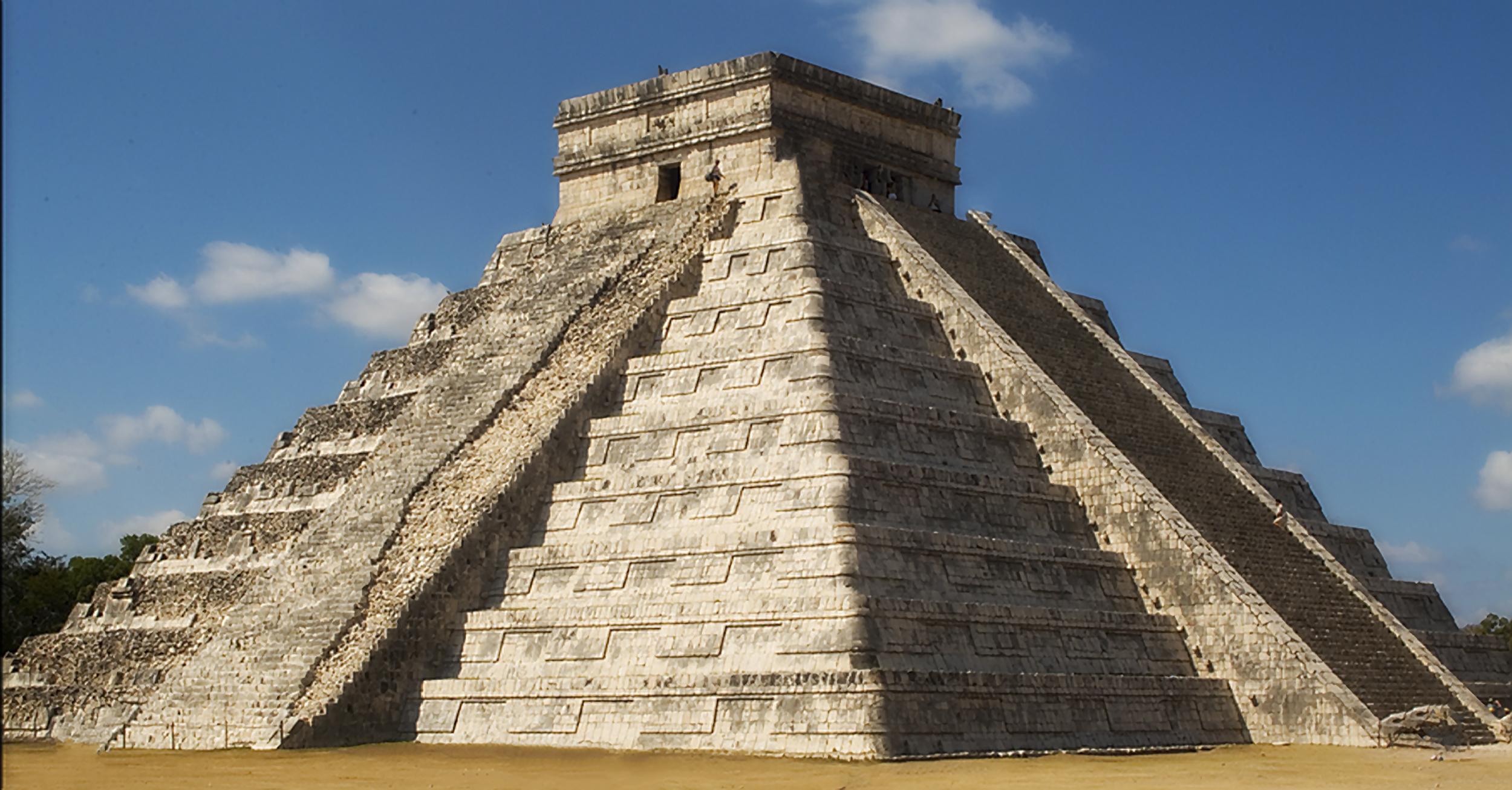 Cichen itza pyramid