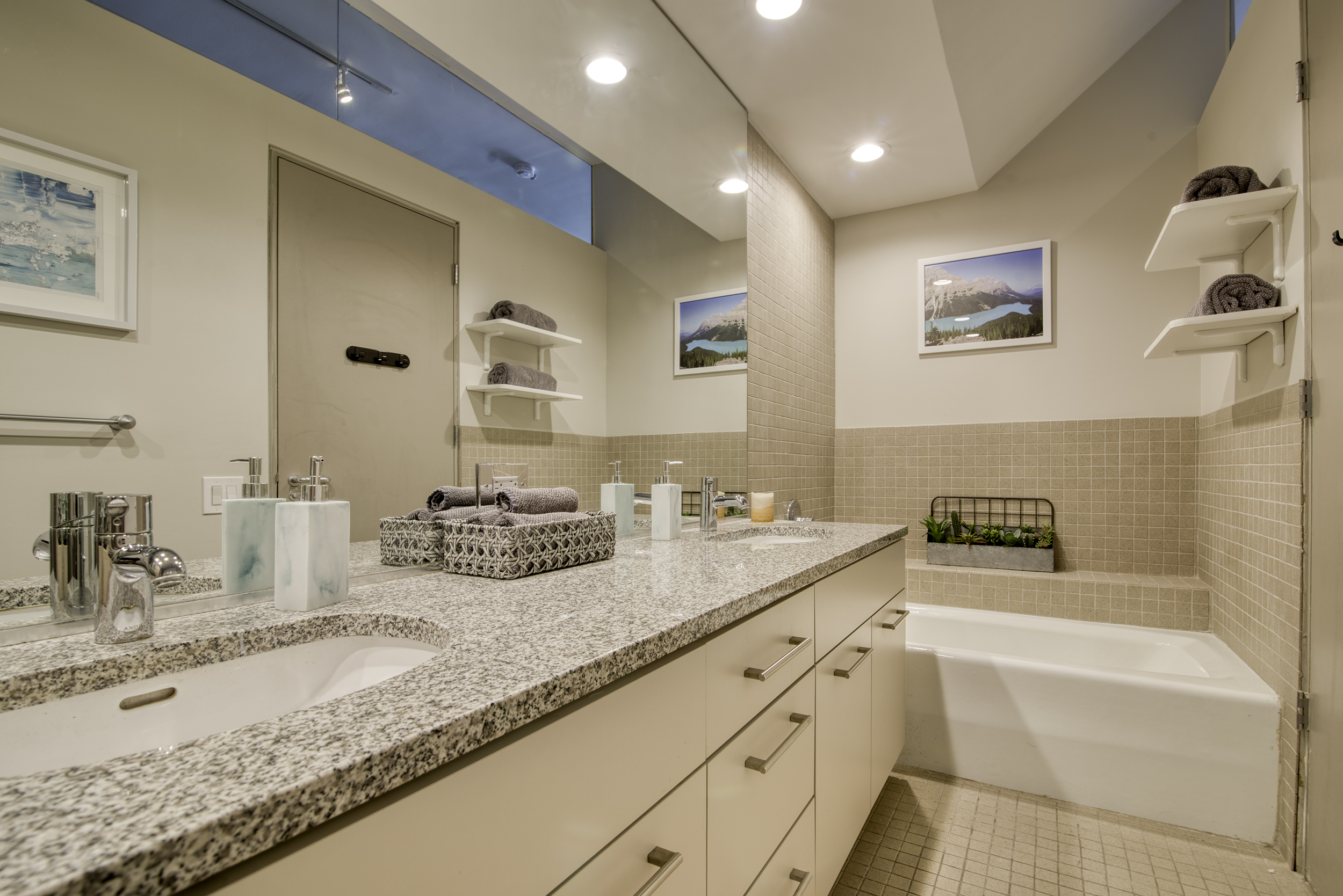 Bathroom3-1.jpg
