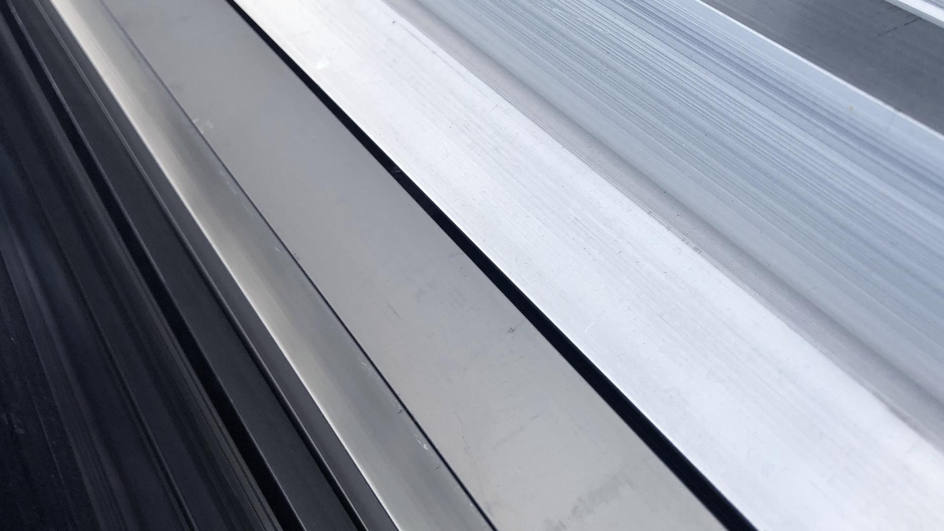 RM Vidrios Aluminios Branding 6.png