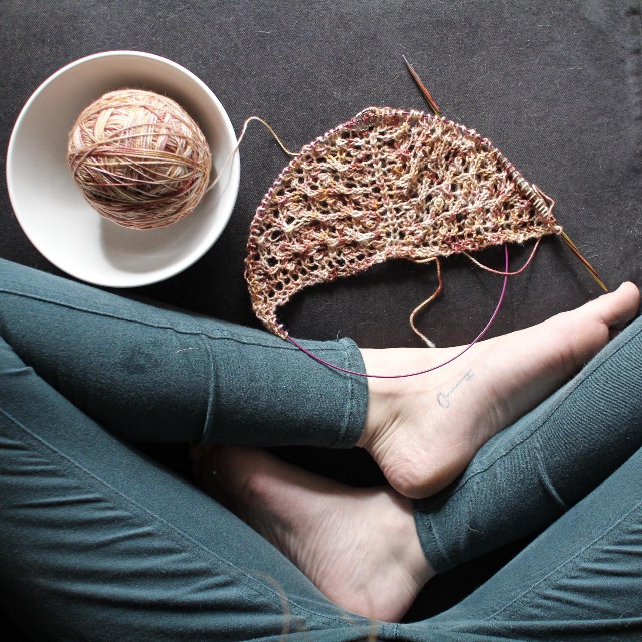 Shawl knitting with Calpurnia on Trinket sparkle