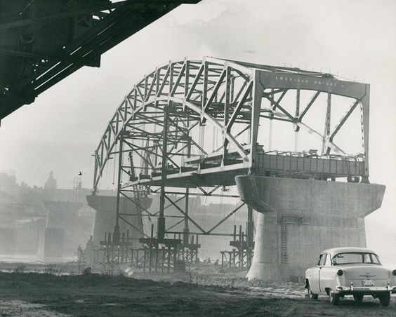 Construction of the Broadway/O'Neil Bridge in 1955