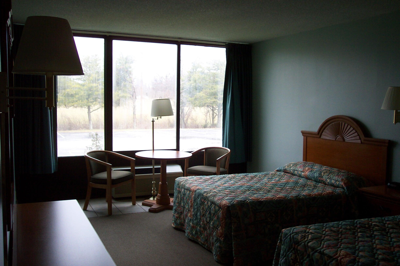 BH Room 001.jpg