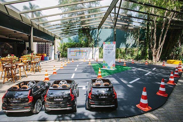 Pista de corrida com carros da Volvo! Um evento maravilhoso em parceria com a @anacurycasacriativa 🙂