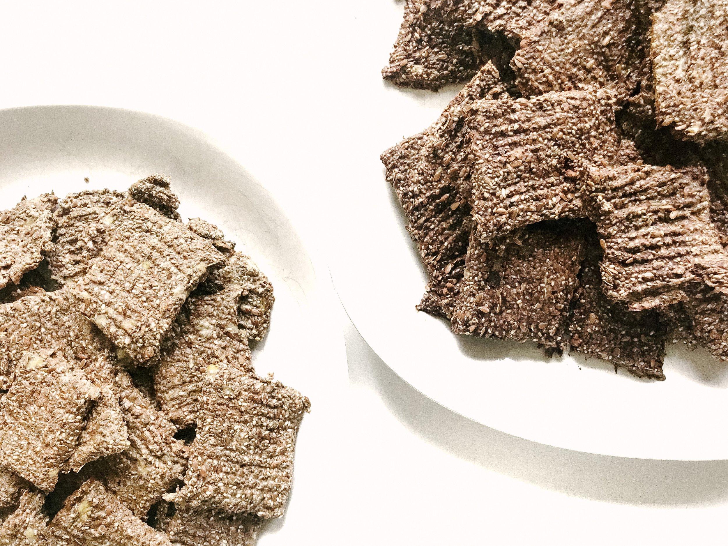 3-Ingredient Banana Chocolate Chia Crisps (Paleo, GAPS, GF, DF, Vegan)