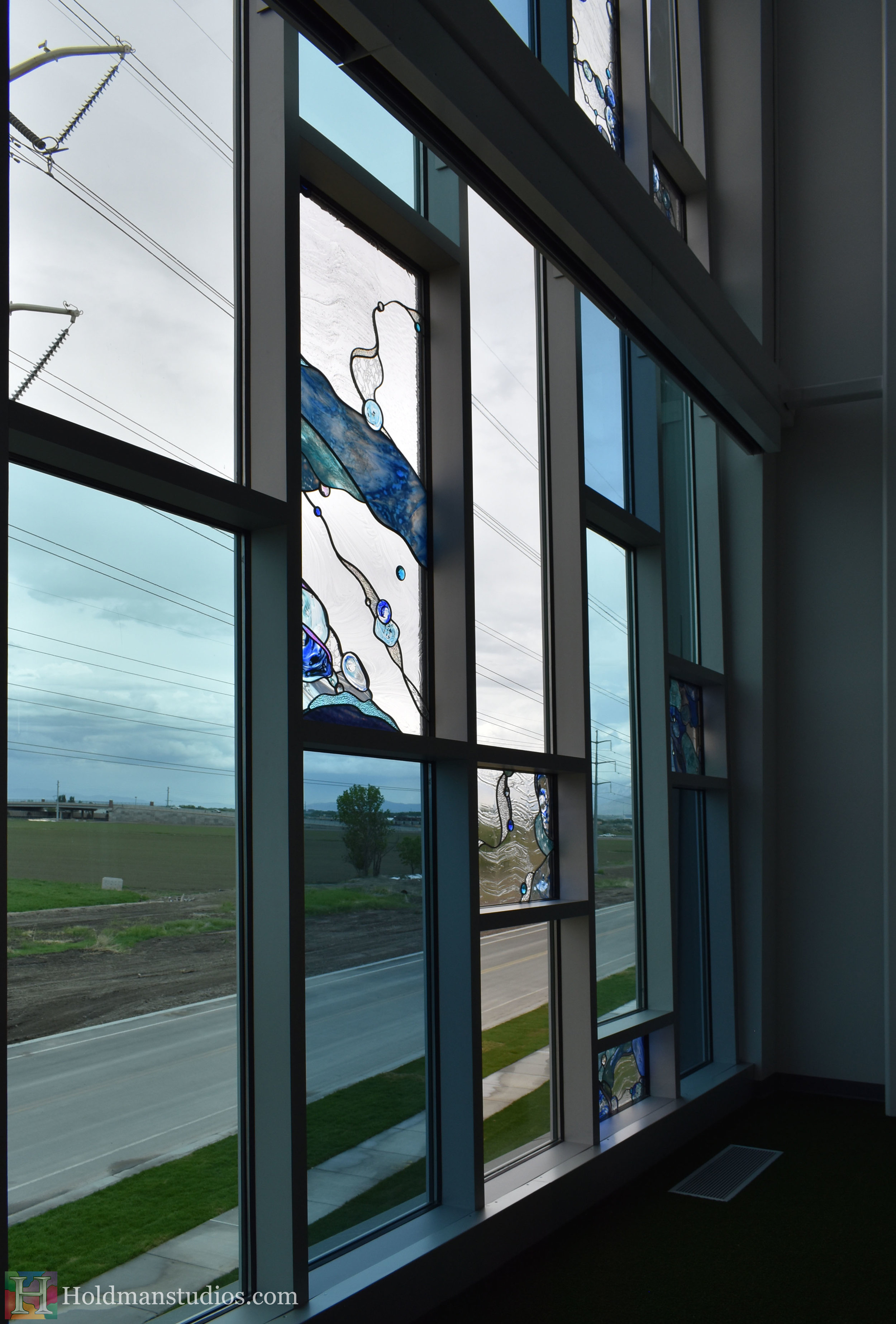 holdman-studios-hand-blown-stained-glass-window-springville-clyde-rec-center-water-bubbles.jpg
