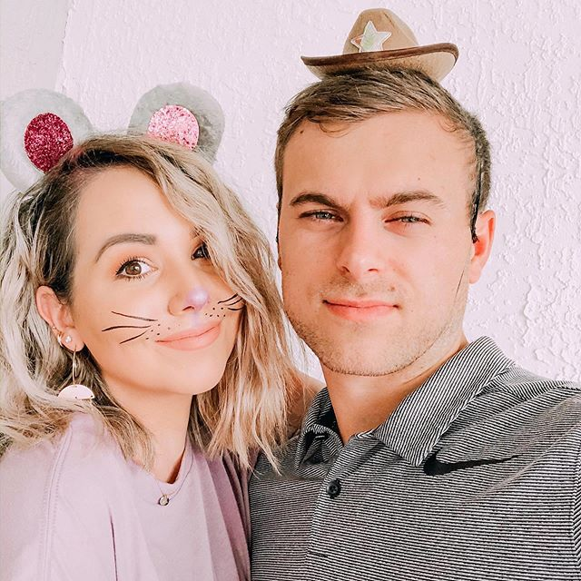 Last minute decided to dress up to hand out candy.. so clay picked out our costumes 🐭🤠 Happy Halloween! 🦇