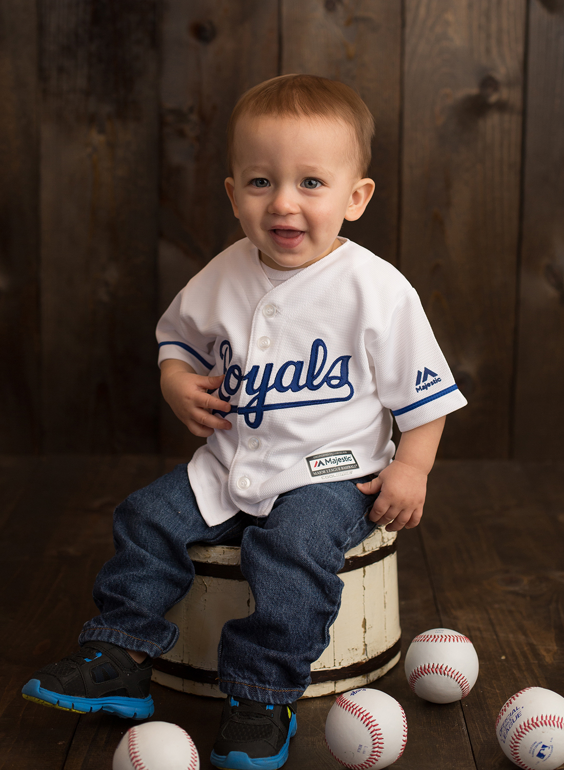 kansas city royals baby picture - baby with baseball photos - johnson county kansas baby studio - cute baby pictures