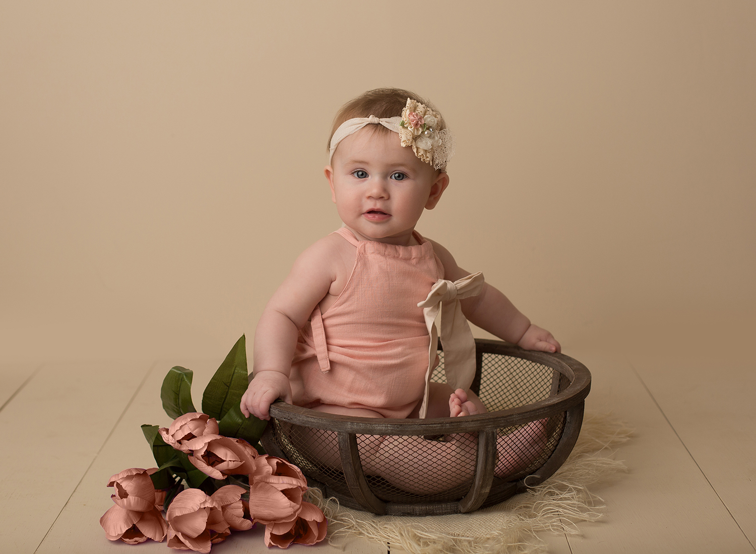 johnson county baby photographer, overland park kansas portrait studio, kansas city baby, cute baby pictures, baby girl in bowl