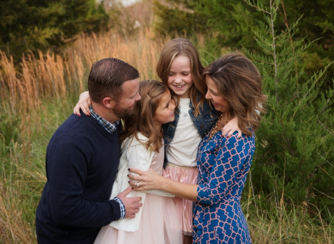 kansas city family photographer - outdoor family photos - cute family hugging in pictures
