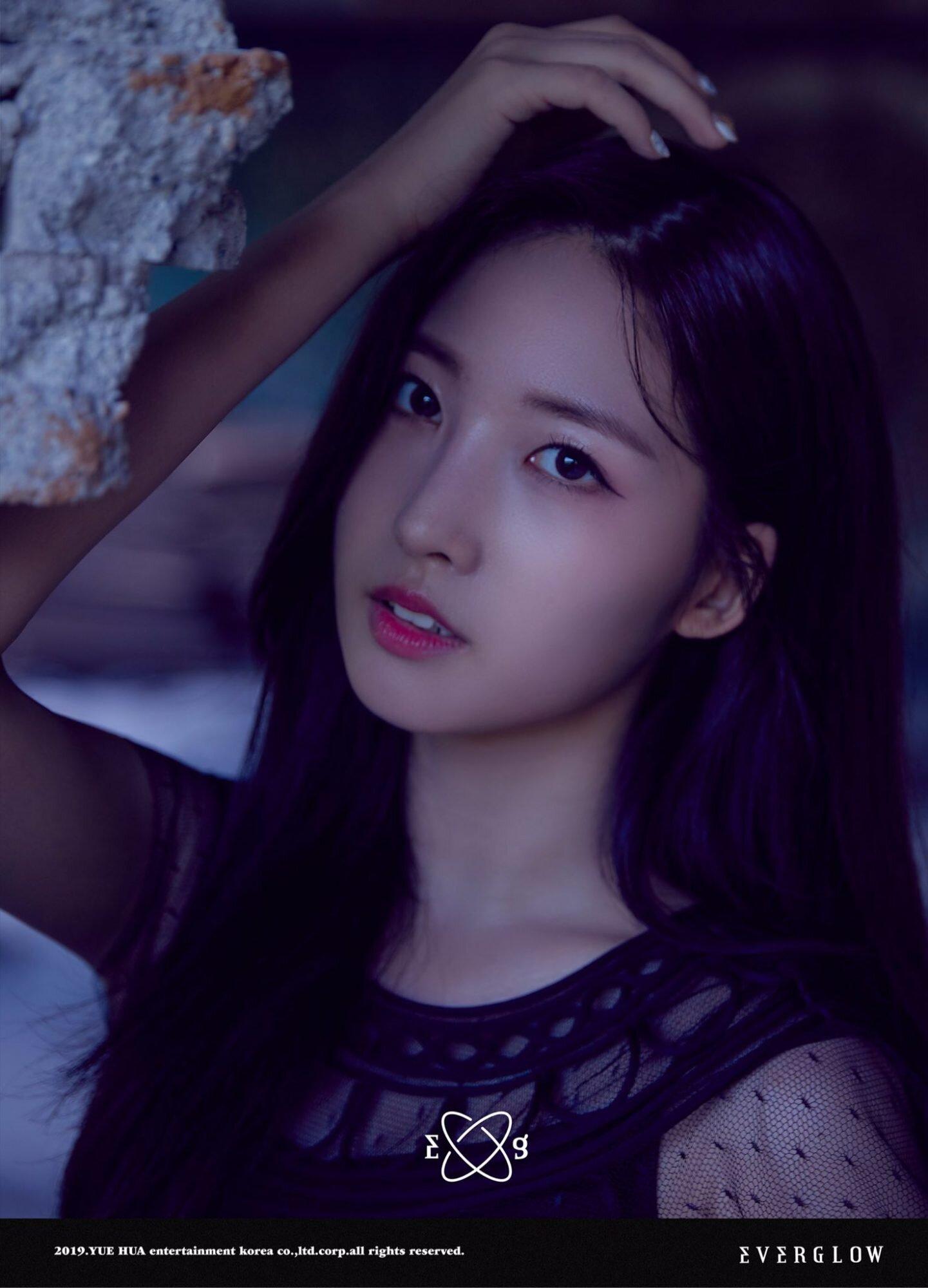 everglow_hush_teaser_sihyeon-1441x2000.jpg