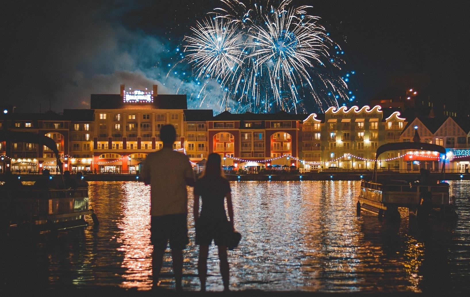 fireworks-1095378_1920.jpg