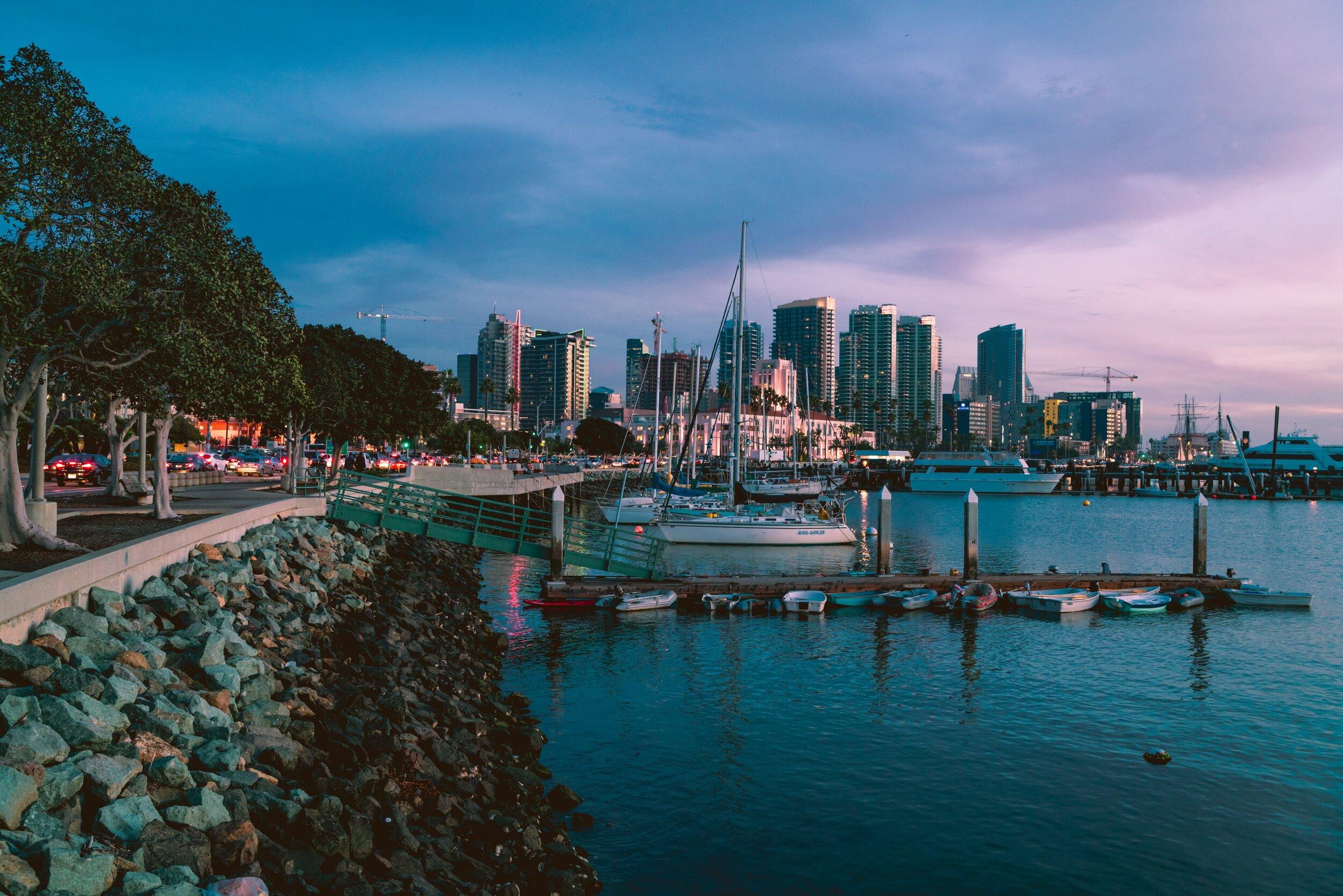 boats-city-cityscape-2157685.jpg