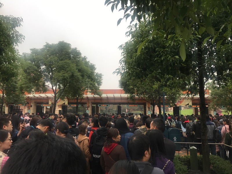 shanghai-disneyland-crowd.jpg