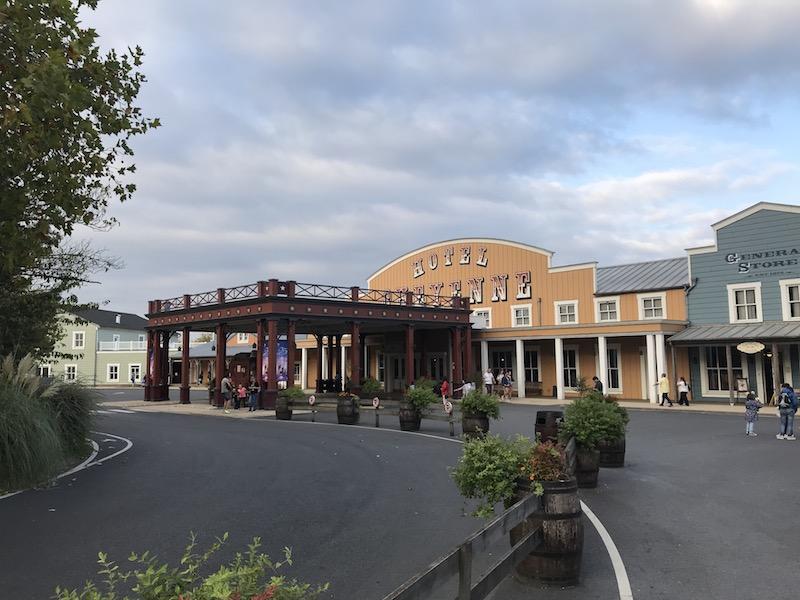 disney hotel cheyenne front.jpg