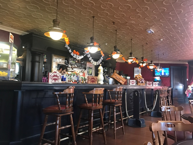 disneyland paris bars - red garter saloon 2.jpg