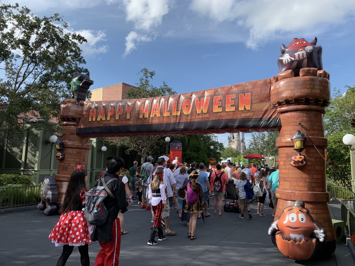 mickeys not so scary halloween party welcome gate.jpg