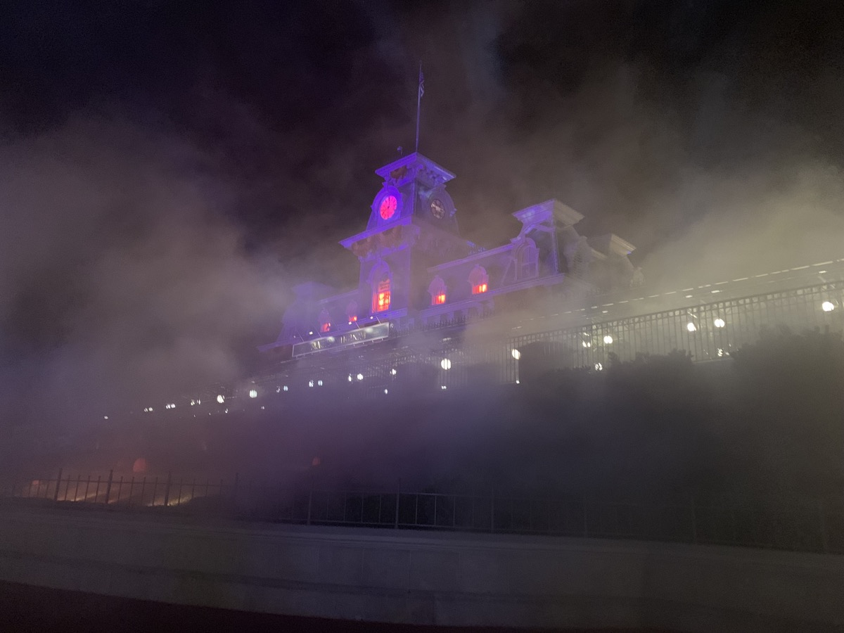 mickeys not so scary halloween party entrance night.jpg