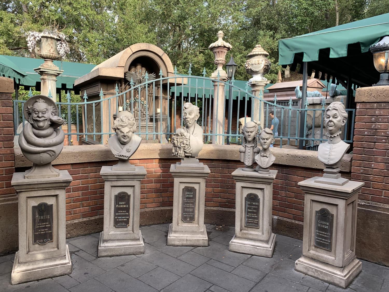 magic kingdom rope drop haunted mansion 2.jpg