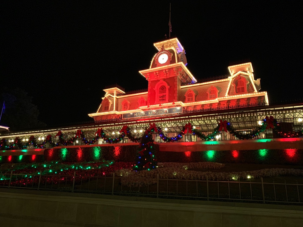 mickeys very merry christmas party entrance lights.JPG