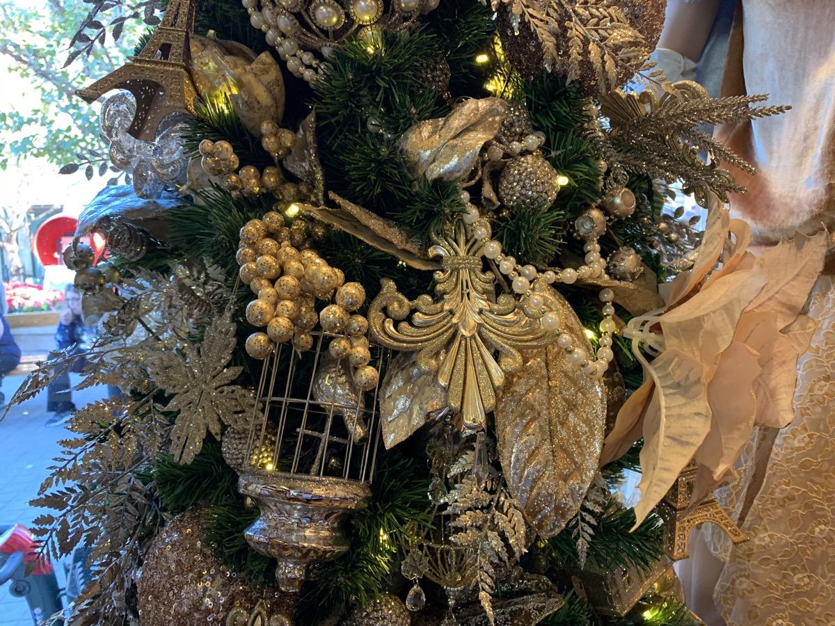 epcot france christmas 7.jpeg