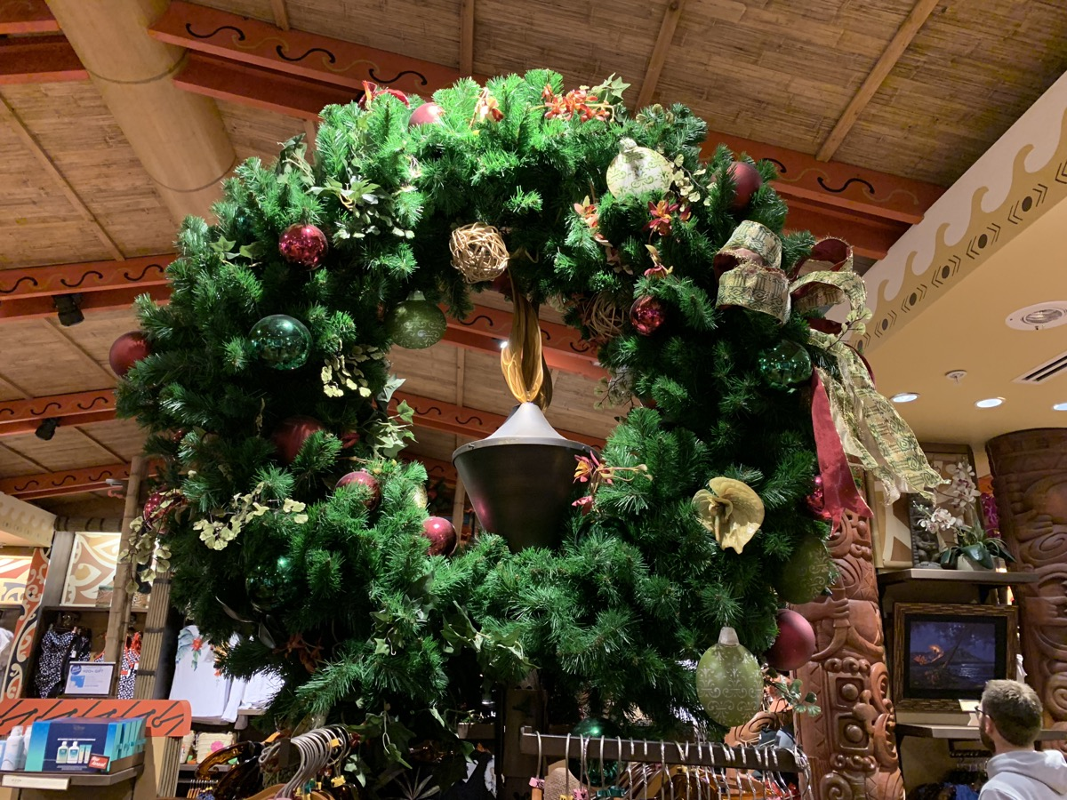 polynesian christmas decorations 2.jpeg