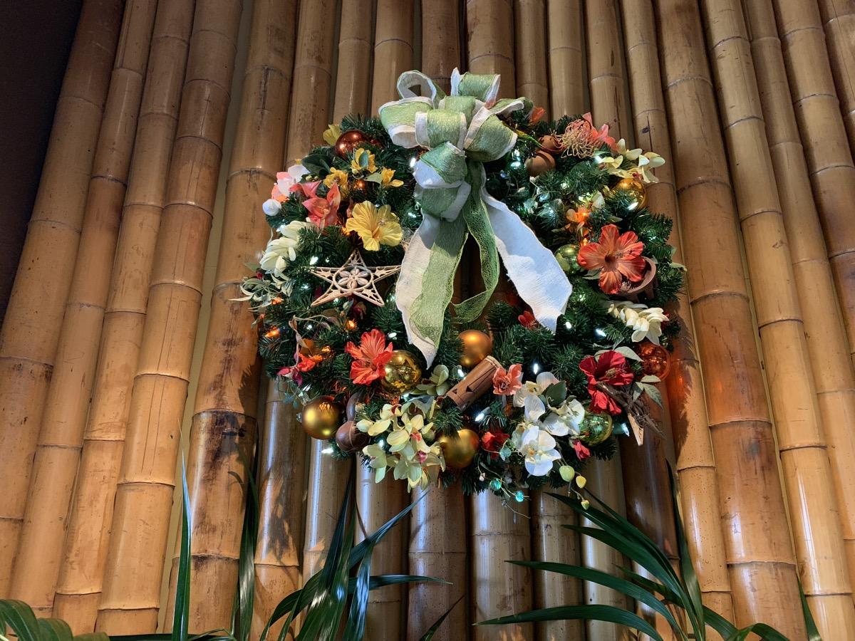 polynesian christmas decorations 4.jpeg