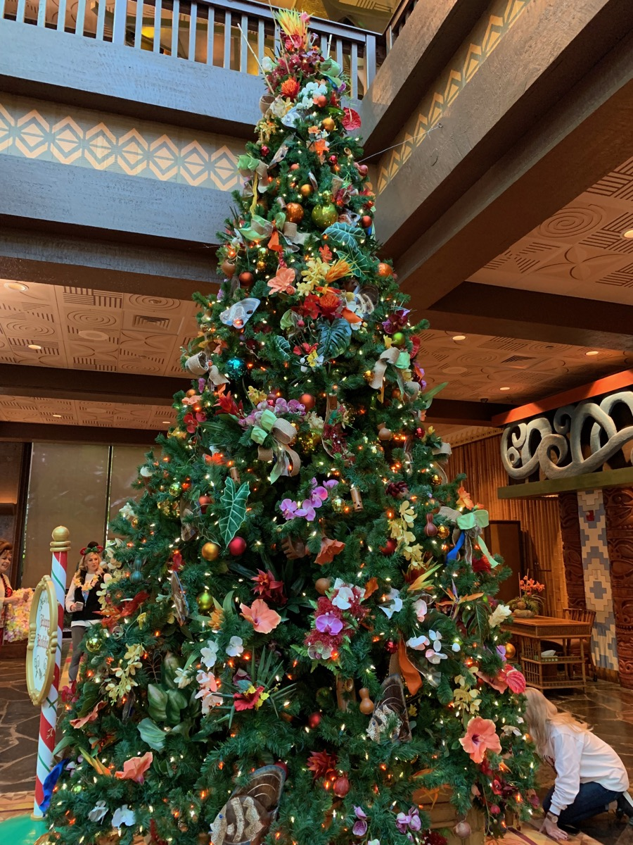 polynesian christmas tree 4.jpeg
