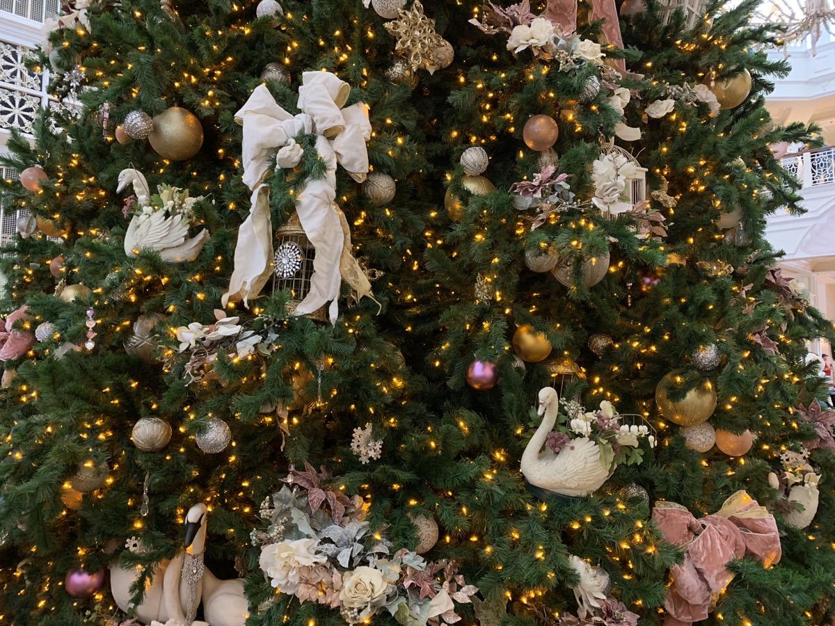 grand floridian christmas tree 4.jpeg