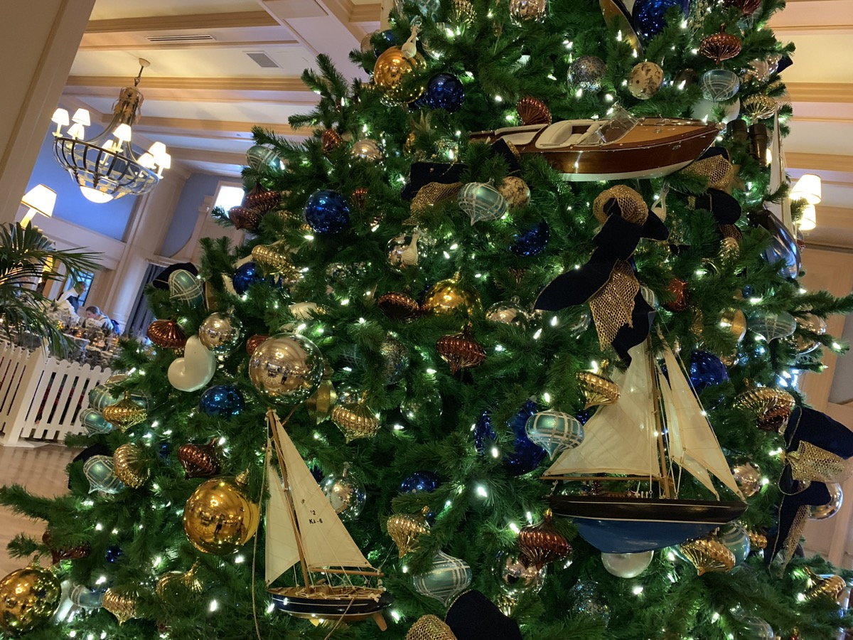 yacht club christmas tree 3.jpeg