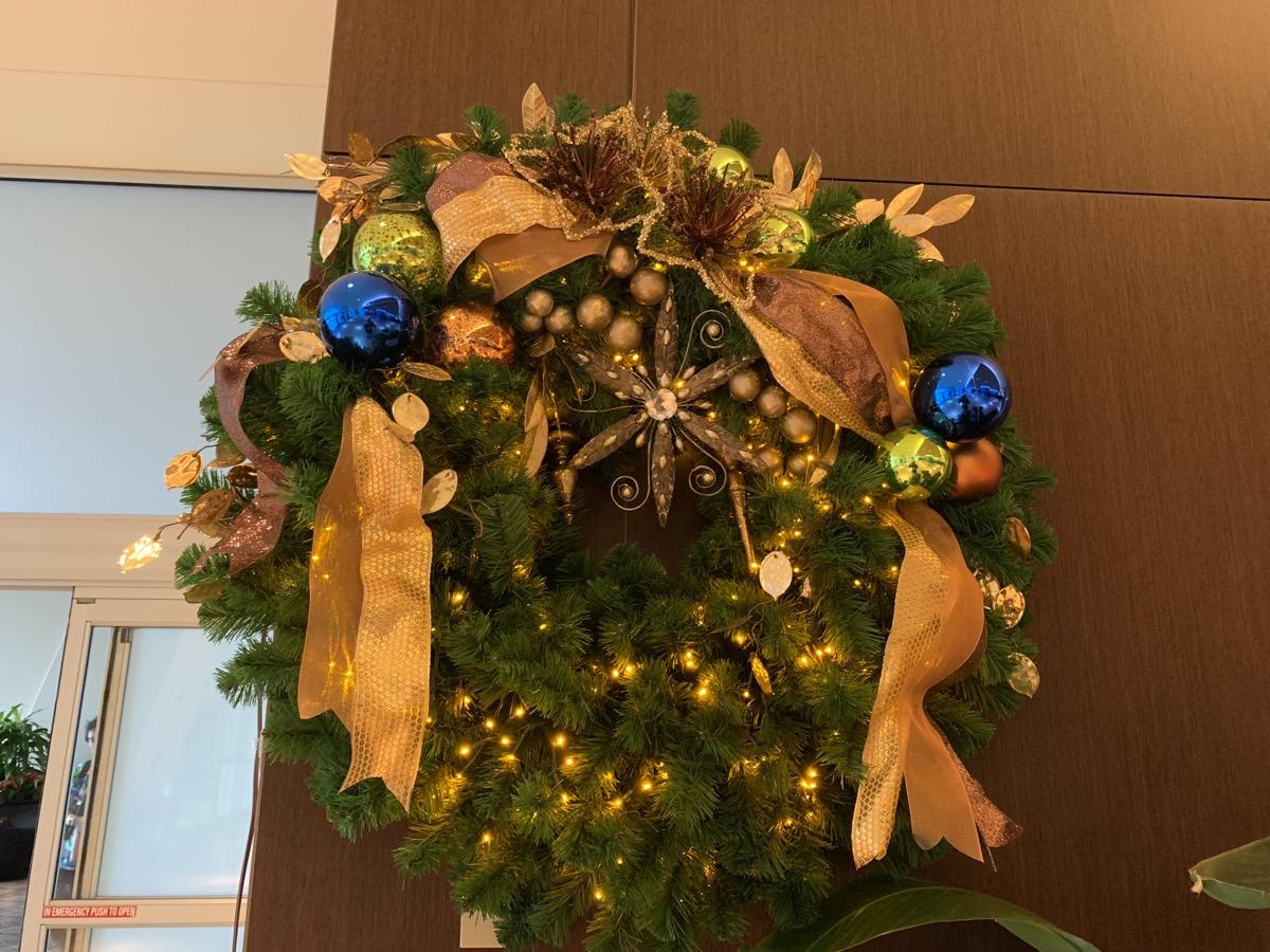 contemporary christmas decorations 1.jpeg