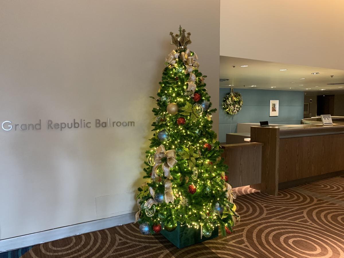contemporary christmas decorations 5.jpeg