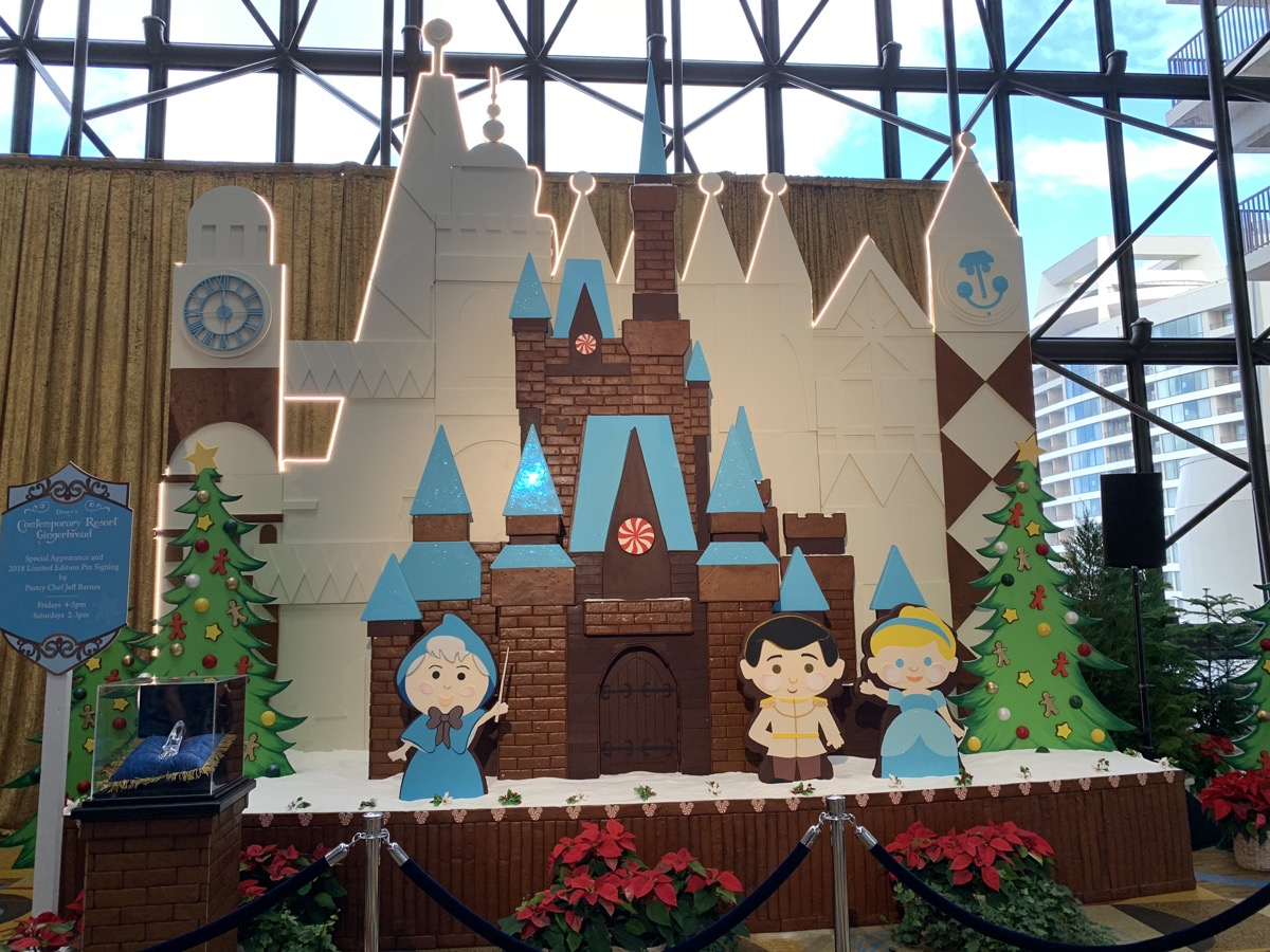 contemporary christmas gingerbread castle 3.jpeg