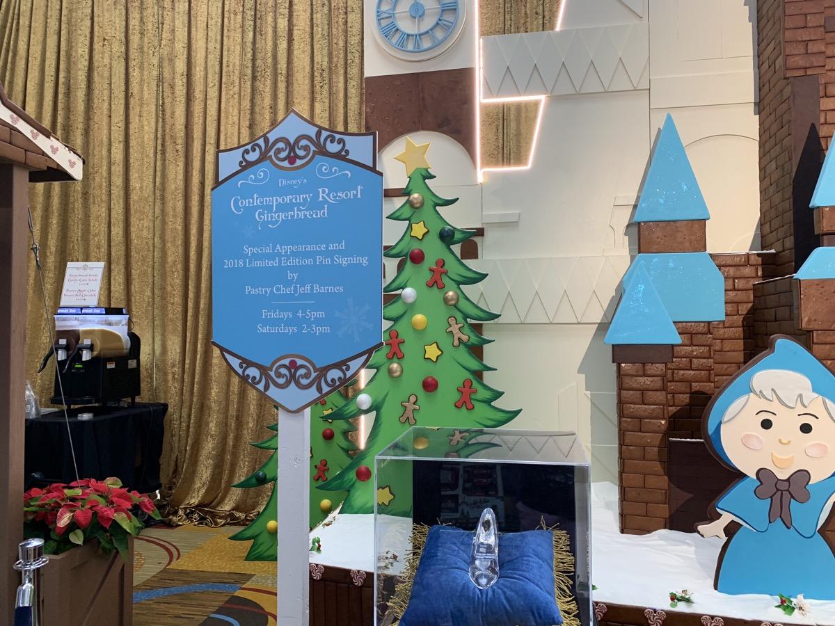 contemporary christmas gingerbread castle 5.jpeg