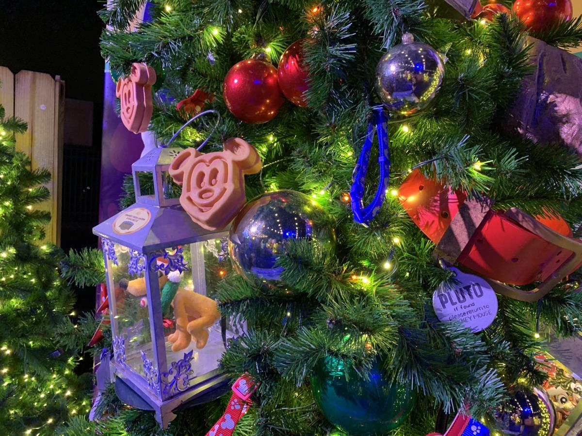 walt disney world christmas disney springs christmas tree trail 6.jpeg