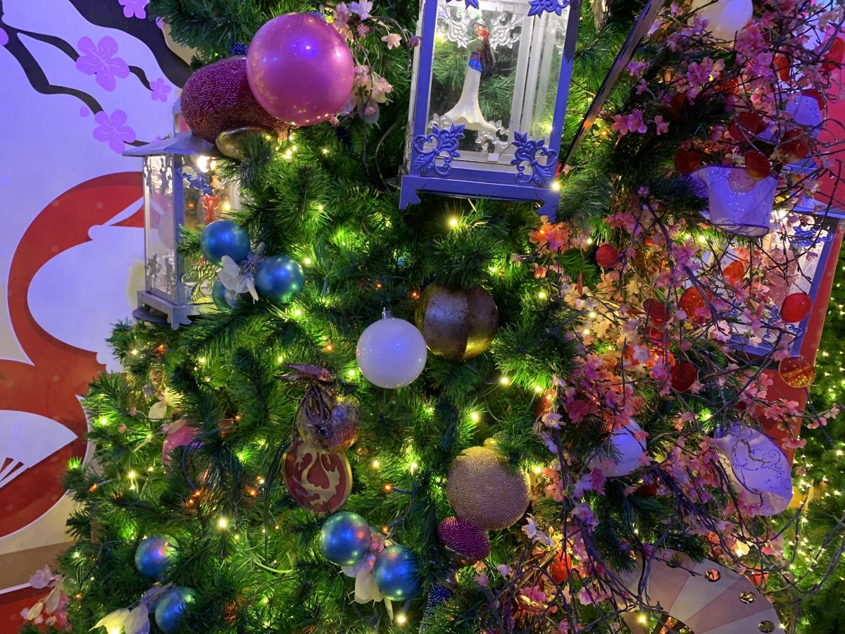 walt disney world christmas disney springs christmas tree trail 18.jpeg