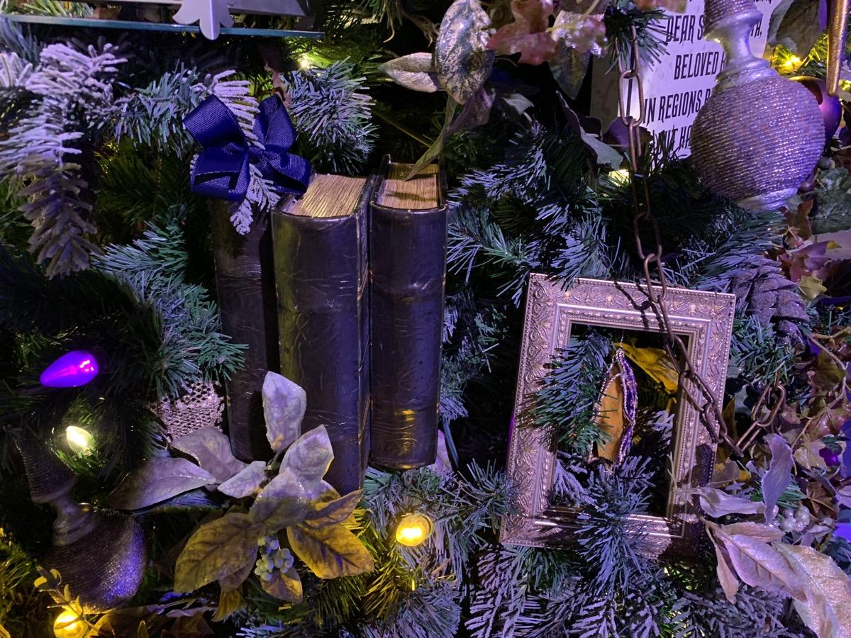 walt disney world christmas disney springs christmas tree trail 26.jpeg