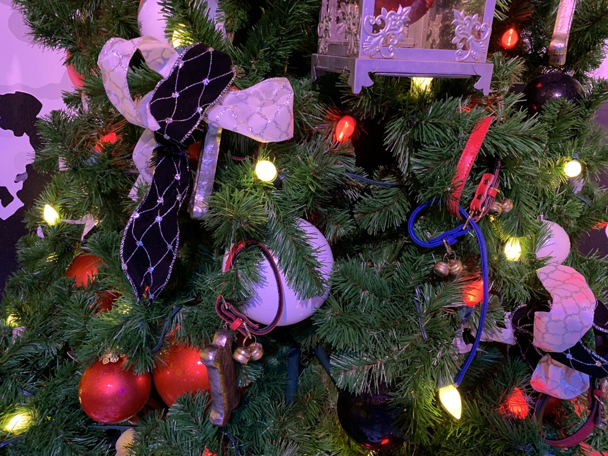 walt disney world christmas disney springs christmas tree trail 33.jpeg