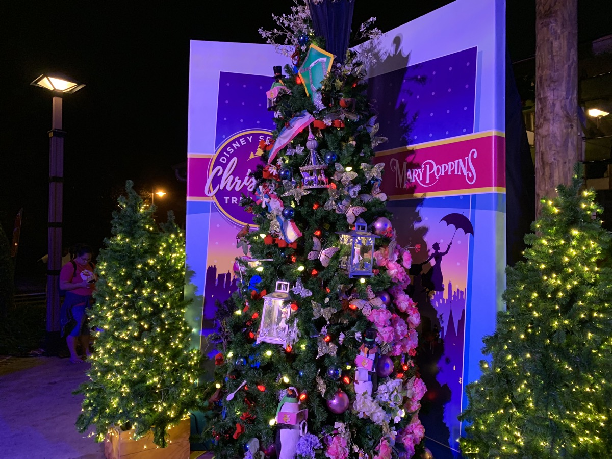walt disney world christmas disney springs christmas tree trail 52.jpeg