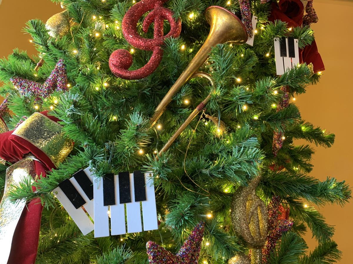 christmas at walt disney world all star music tree 2.jpg